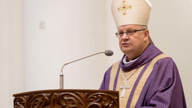 Biskup Andrzej Czaja przeprosił ofiarę księdza pedofila w nagranym wideo