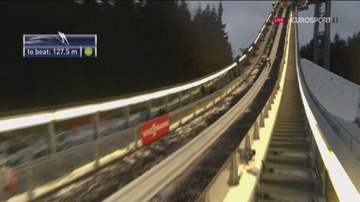 Skok Piotra Żyły z 1. serii konkursu drużynowego w Klingenthal