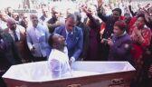 """Pastor Lukau """"ożywia"""" człowieka"""
