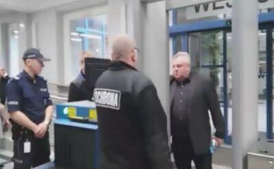Andrzej Tylman wchodzi do sądu