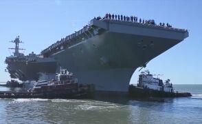 Lotniskowiec USS Gerald R. Ford odbija od nabrzeża
