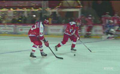Putin zagrał w hokeja na placu Czerwonym