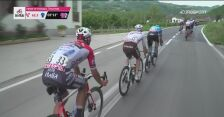 Ponomar obronił się przed upadkiem. Kraksa w peletonie na 3. etapie Giro d'Italia