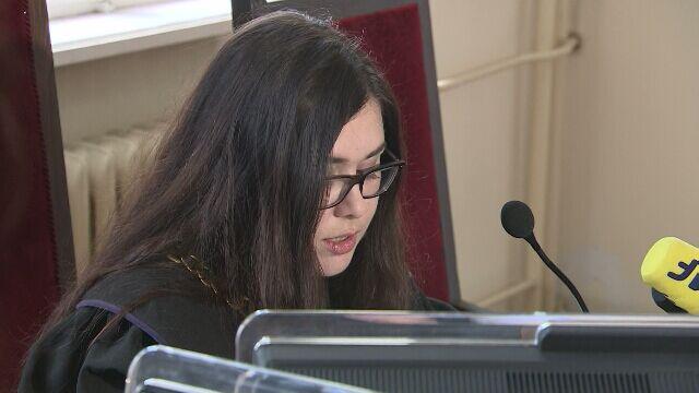 """Nastolatka rozpyliła gaz podczas """"Golgota Picnic"""". Sąd skazał ją na prace społeczne"""