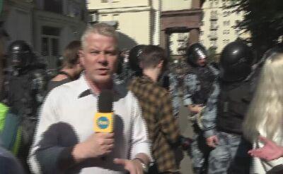 """Reporter """"Faktów"""" TVN pośród protestujacych w Moskwie"""