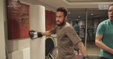 Neymar trenuje w domowej siłowni