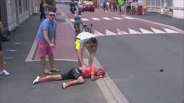 Dramat De Marchiego. Kraksa i koniec Tour de France dla kolarza CCC Team