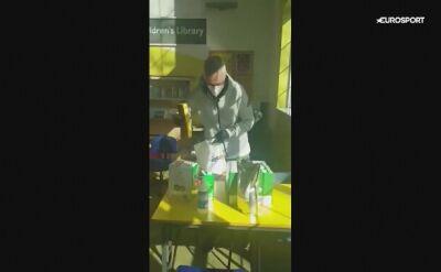 Jose Mourinho pomaga starszym osobom w trakcie pandemii