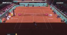 Garin odprawił Miedwiediewa i zagra w ćwierćfinale w Madrycie
