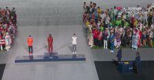 Tokio. Ceremonia zamknięcia igrzysk: dekoracja najlepszych maratończyków