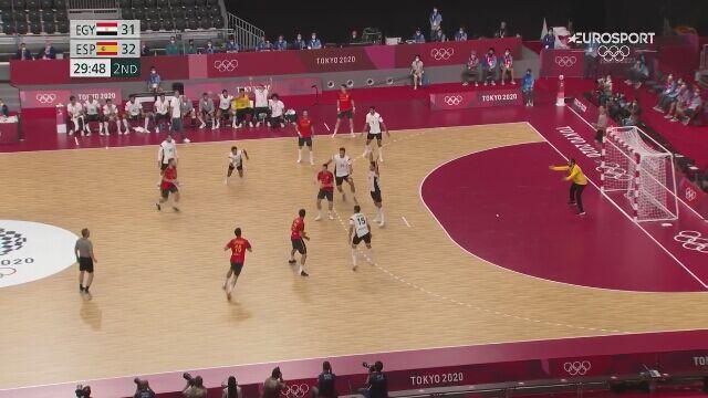 Tokio. Piłka ręczna. Hiszpanie zdobyli brązowy medal. Ostatnia bramka meczu i radość Hiszpanów