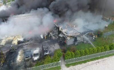 Trwa gaszenie pożary hali produkcyjnej w Głogowie