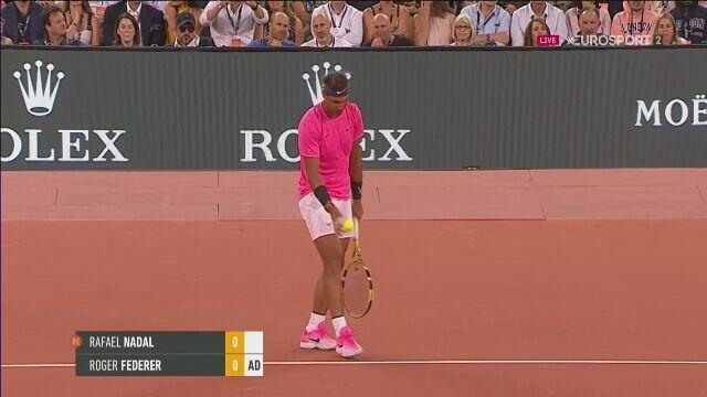 Znakomite zagranie w meczu Federera z Nadalem