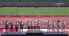 Tokio. Złota sztafeta mieszana 4x400 m na podium igrzysk olimpijskich