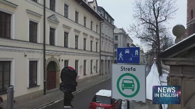 Only residents, taxis and electric, hydrogen or LNG-powered vehicles can drive into Kazimierz district in Kraków
