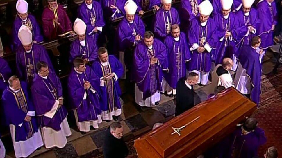 """Kard. Józef Glemp pochowany w archikatedrze. """"Całe życie poświęcił dla dobra Kościoła w Polsce"""""""