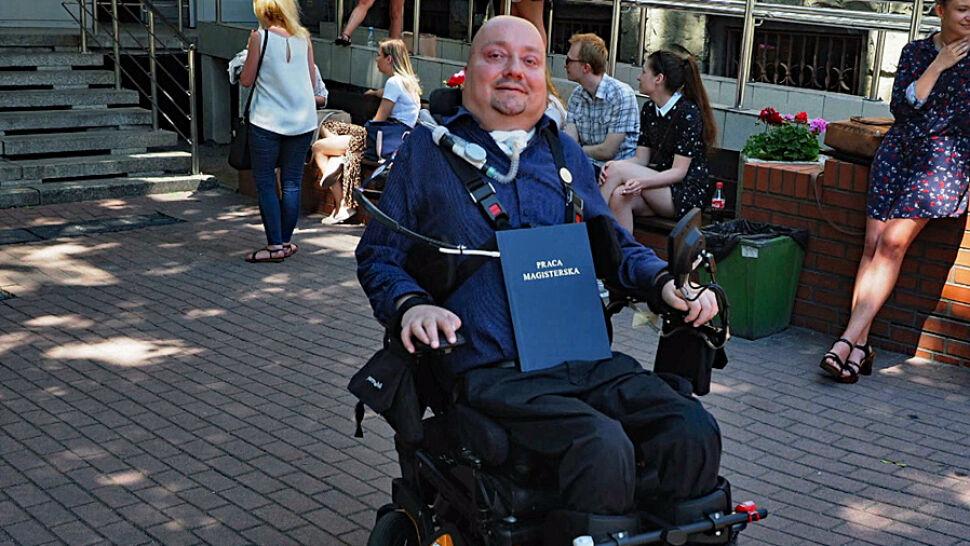 Chciał poddać się eutanazji. Teraz skończył studia, zamierza pomagać innym ofiarom wypadków