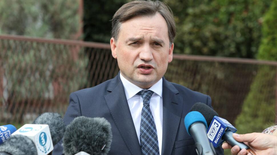 Polityk PiS 36 razy złamał prawo drogowe, prokuratura chce umorzenia. Jest reakcja Ziobry