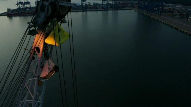 12.09.2019 | Strajk na wysokości. Działacze Greenpeace protestowali na portowych żurawiach