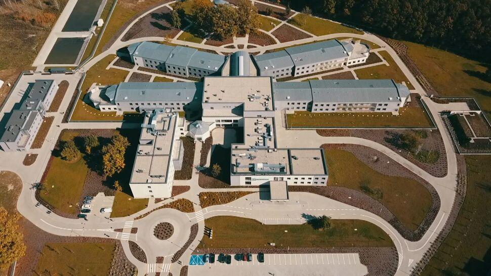 """Szpital psychiatryczny """"Drewnica"""" ma nową siedzibę. Znacząca poprawa wobec carskich koszar"""