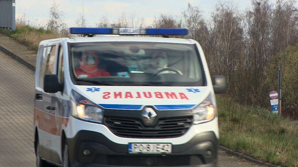 Zamknięty szpital i pilne poszukiwania pasażerów autobusu po śmierci dwojga pacjentów