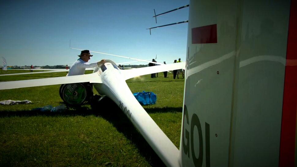 Najlepsi piloci szybowców świata w Szymanowie. Trwają kwalifikacje do MŚ