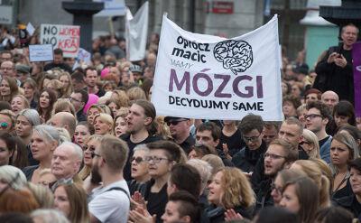 02.10.2016 | Łódź: kilka tysięcy osób na czarnym marszu w obronie praw kobiet