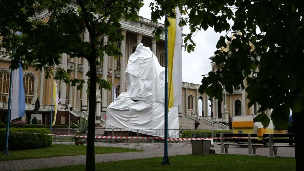 Decyzja Księży Marianów. Postanowili zasłonić pomnik księdza Eugeniusza M.