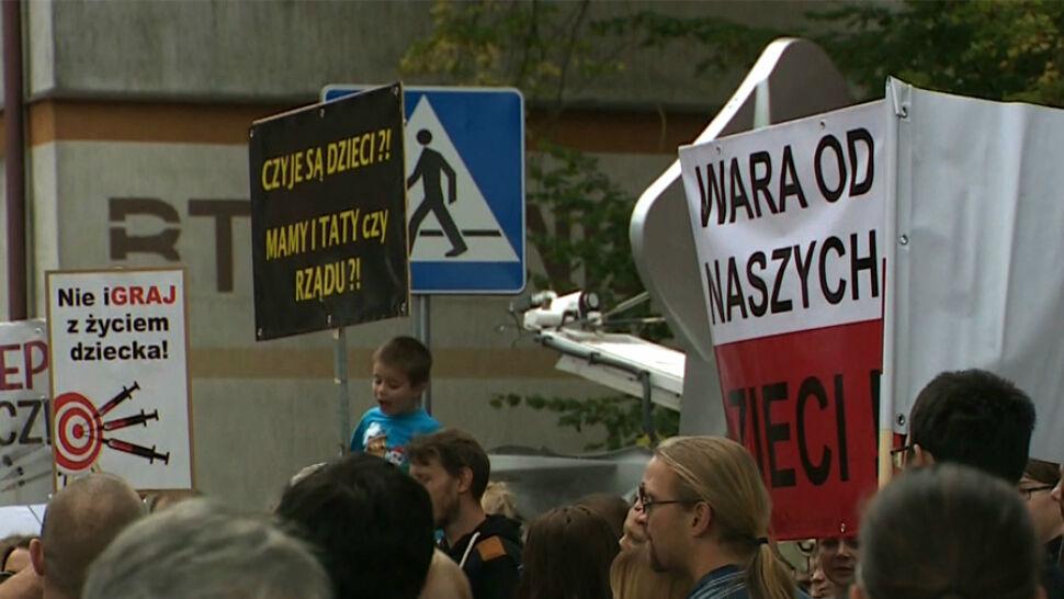 """Antyszczepionkowcy złożyli w Sejmie projekt ustawy. """"Oni jadą na gapę. To nie jest uczciwe"""""""
