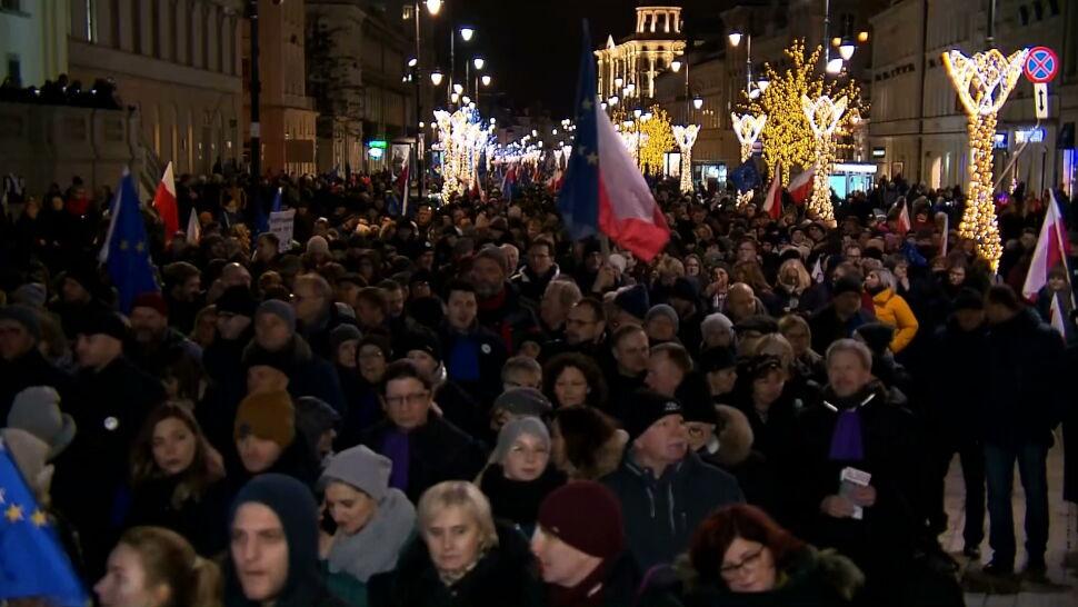 """""""Nie zamierzamy milczeć"""". W sobotę ulicami Warszawy przeszedł """"Marsz Tysiąca Tóg"""""""