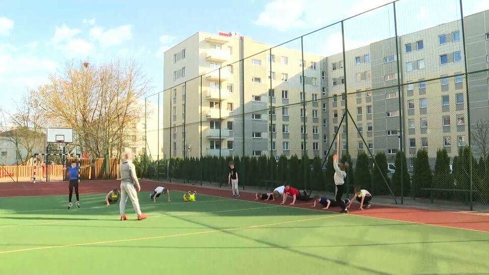 Białostocka szkoła zorganizowała zajęcia WF-u na świeżym powietrzu