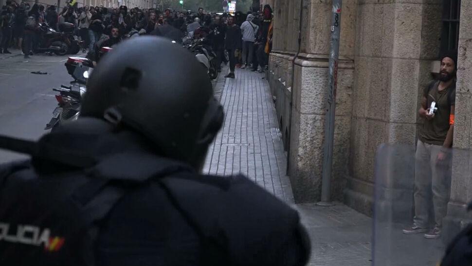 Uliczne walki w Barcelonie. Ponad sto osób rannych