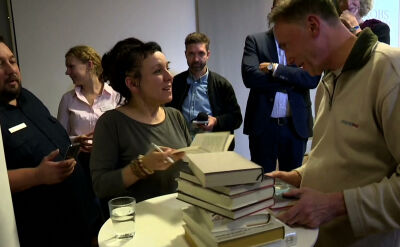 """Olga Tokarczuk wkrótce wróci do Polski. Nie chce zostać """"wyrocznią"""""""