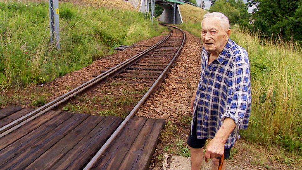 96-latek miałby płacić i dbać o przejazd kolejowy - jedyną drogę łączącą go ze światem