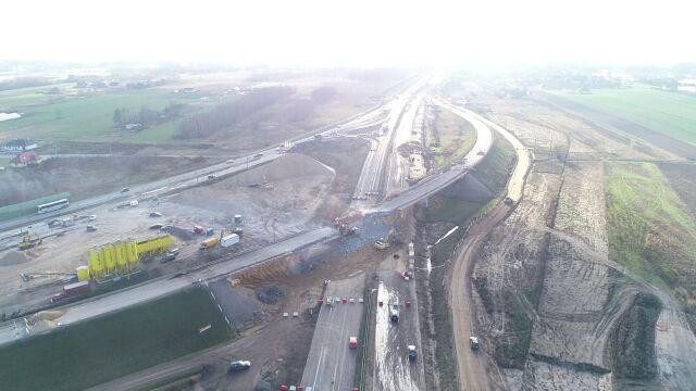 Wyburzyli stare wiadukty i otworzyli autostradę