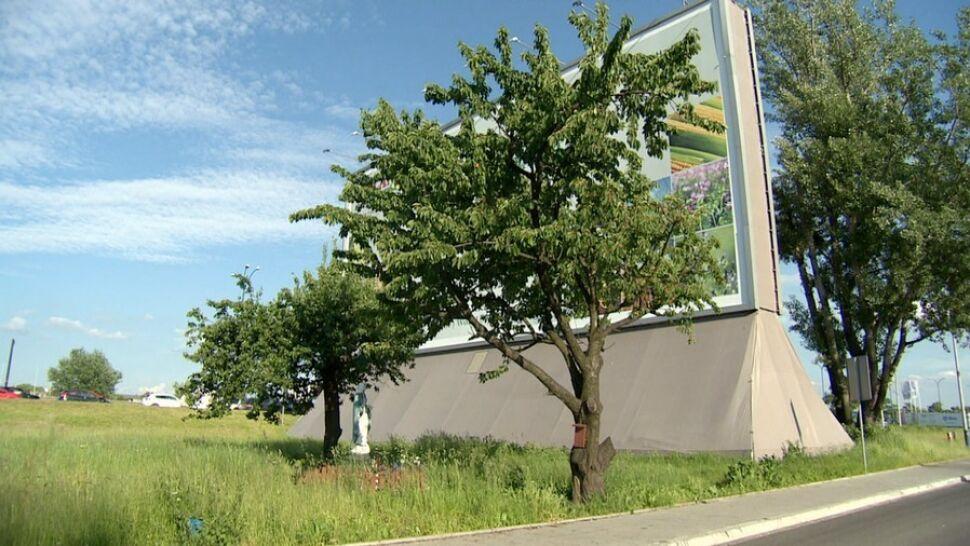 Kraków: bezdomni, którzy mieszkają w bilbordzie, uratowali mieszkańców pobliskiego hostelu