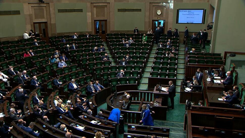 Marian Banaś przedstawił w Sejmie raport NIK o tzw. wyborach kopertowych. Posłowie PiS wyszli