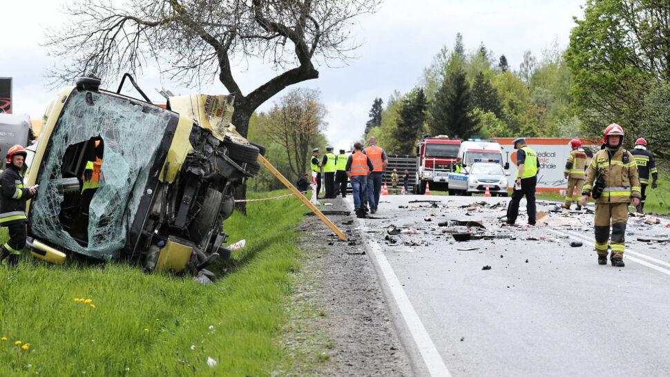 Wypadek na Zakopiance. W zderzeniu 4 pojazdów zginęła jedna osoba