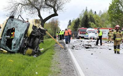 Wypadek na zakopiance. W zderzeniu czterech pojazdów zginęła jedna osoba
