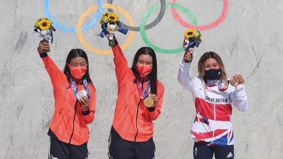 Same nastolatki na olimpijskim podium. 19-latka zdobyła złoto, 12-latka srebro, 13-latka brąz