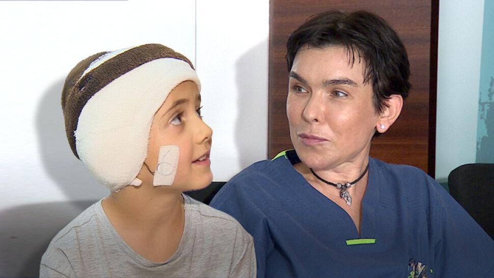 """W dwa tygodnie zrekonstruowali ucho sześciolatka. """"Powiem koledze: patrz, już mam"""""""