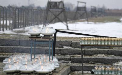 """""""Psy, wilczury szczekające. Ruch. Strach. Lęk. Krzyk"""". Byli więźniowie opisują Auschwitz"""