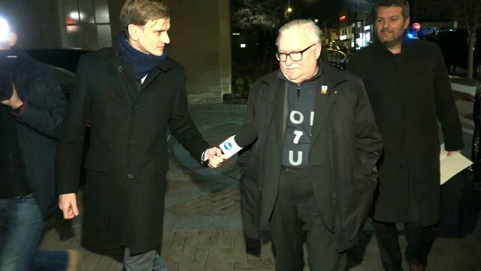"""Lech Wałęsa z Andrzejem Dudą w jednym samolocie. """"Rozmawialiśmy, ale bardzo zdawkowo"""""""