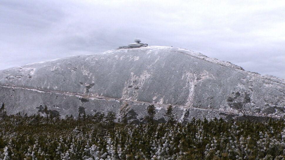 Siedmiu cudzoziemców wspinało się na Śnieżkę w krótkich spodenkach, trzeba było ich ratować