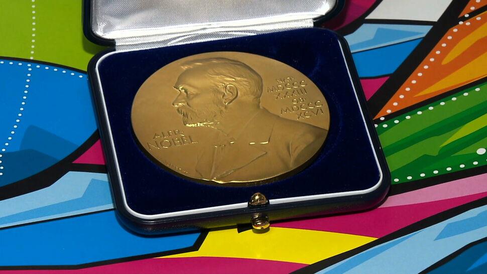Ruszyły aukcje na rzecz WOŚP. Można kupić replikę medalu noblowskiego Tokarczuk