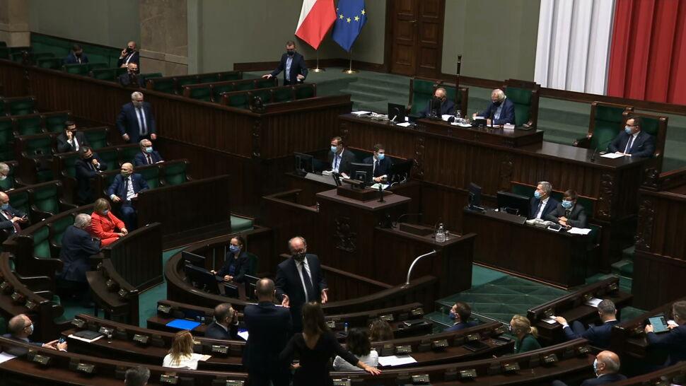 """Sejmowa debata o epidemii. """"Zamiast walką o łóżka zajmowaliście się walką o stołki"""""""