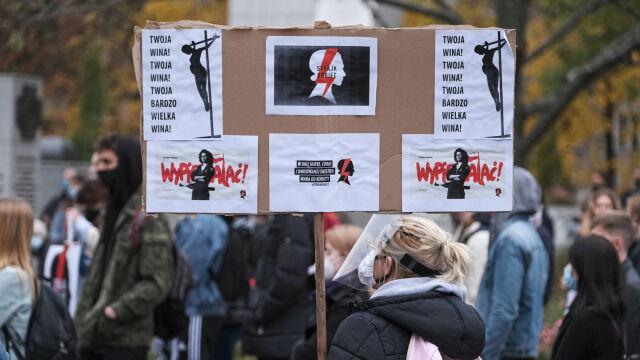 27.10.2020   Wściekłość, smutek i niepokój o przyszłość. Polacy protestują po orzeczeniu Trybunału