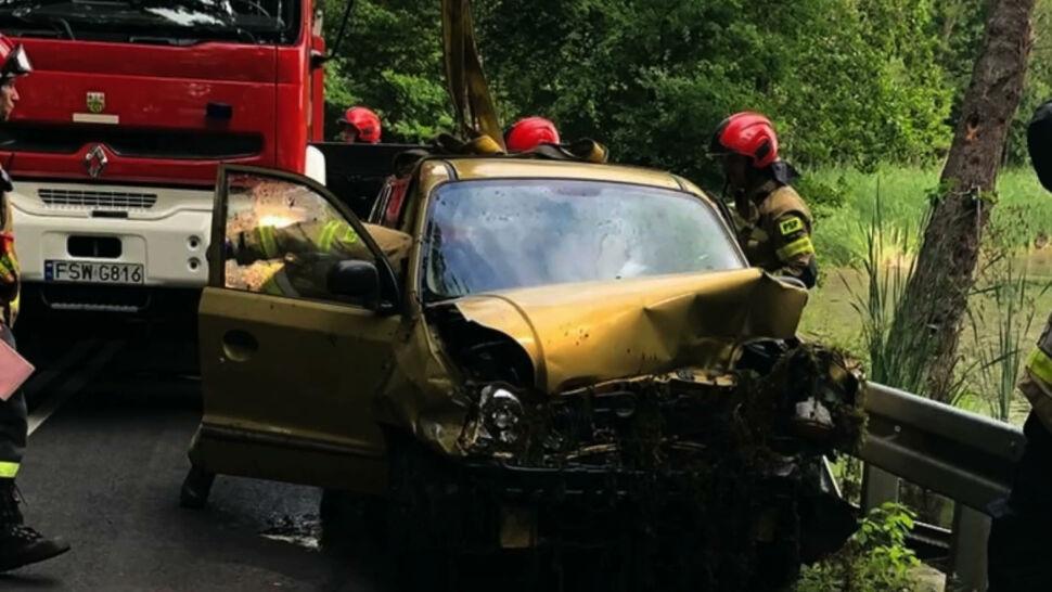 Straciła panowanie nad kierownicą i wpadła do stawu. Na pomoc ruszył świadek