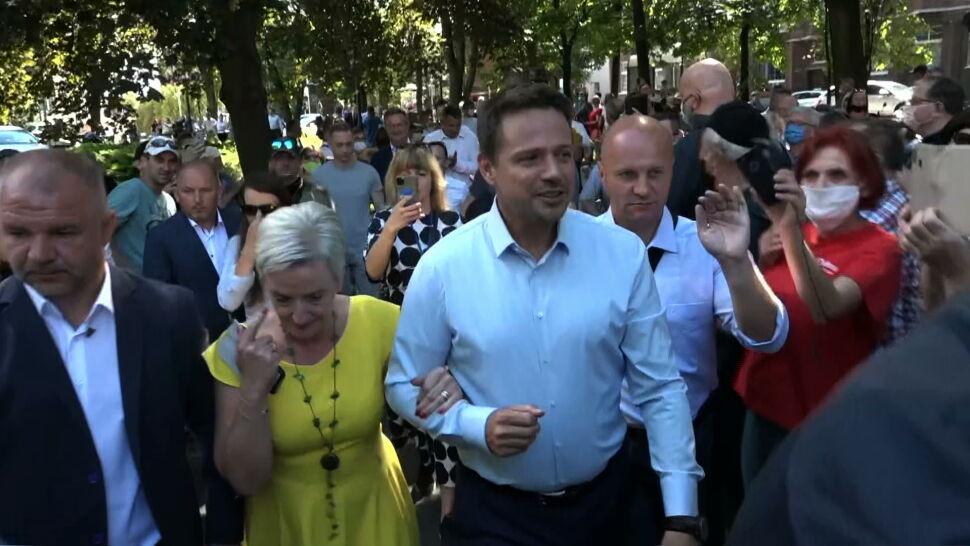 """Rafał Trzaskowski uderza w rząd PiS. """"Próbują stworzyć partyjną elitę"""""""