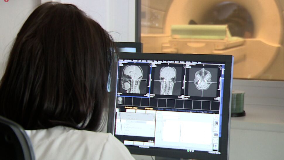 Zamiast czekać na leczenie w kraju, Polacy coraz częściej jeżdżą za granicę